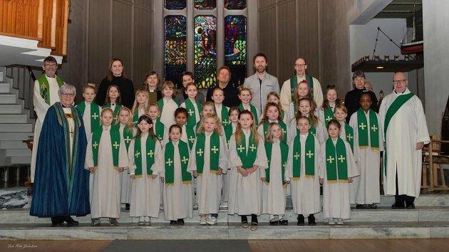 Visitasgudstjeneste Bodø domkirke, med biskop, ansatte, barnekor og musikere