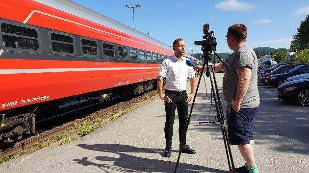 Audun Lysbakken gikk ut med klar støtte til Nord-Norgebanen på et besøk i Bodø tidligere i år.