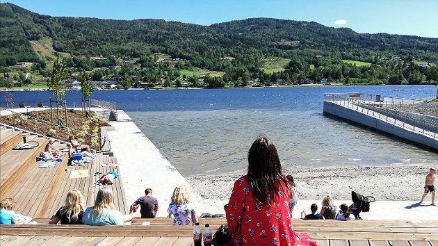 NYT LIVET: Det er den klare oppfordringen fra redaktør Knut Bråthen. Han vil at vi skal nyte livet når det er sommer og sol.