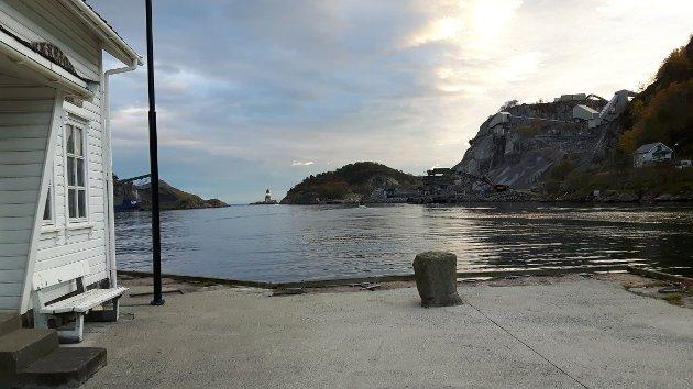 STØV OG STØY: Olaf Mydland merker allerede Rekefjord Stone sin virksomhet. Han frykter konsekvensene dersom politikerne sier ja til videre utredning.