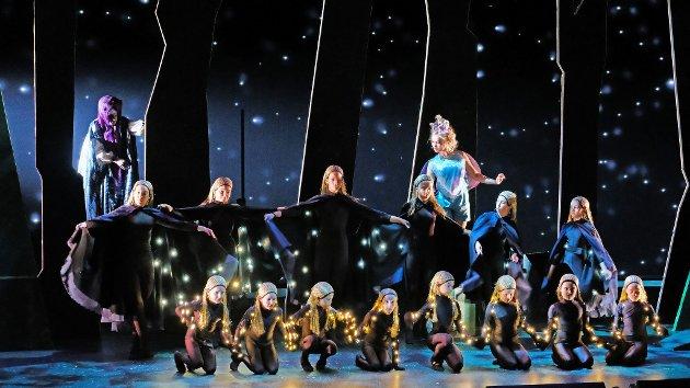 BARNEKULTUR: Operaen «Hans og Grete» fascinerte dei yngste på Nordfjordeid i haust, både på scena og i salen