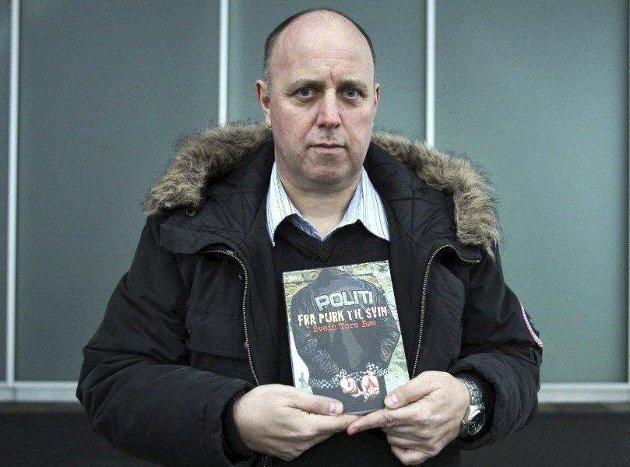 Omstridt: Til sterk protest fra en av de fornærmede har den sedelighetsdømte eks-politimannen Svein Tore Bøe valgt å gi ut boken «Fra purk til svin». Det burde han ikke ha gjort i følge sjefredaktør René Svendsen.