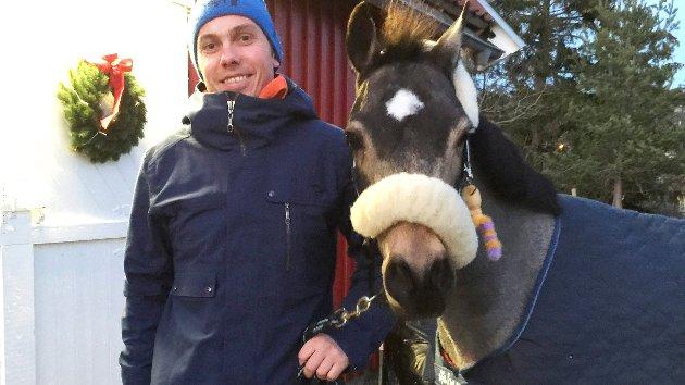 «Engasjerer mange»: Per Omberg referer til en undersøkelse som viser at antall nordmenn som driver med hest er fordoblet de siste 20 årene. (Tilsendt bilde)