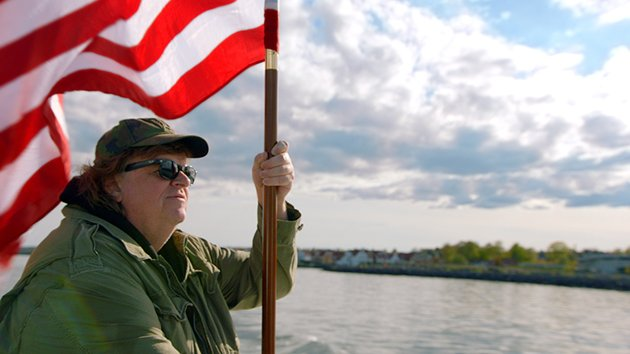 På jakt i Europa: Michael Moore reiser rundt i Europa for å finne gode løsninger for USA.