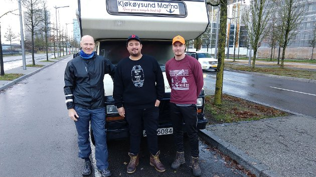 Per-Øivind Berg sammen med Snorri og Harald foran bobilen i Luxembourg.