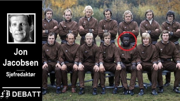 Mjøndalens Saihou Sarr var den første afrikanske spilleren i norsk toppfotball. I en kamp på Fredrikstad stadion ble de rasistiske tilropene så ille at han måtte byttes ut, har han selv fortalt.