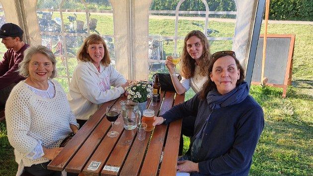 Ann Berit Ovesen (f.v.), Anne Austveg, Thea Eline Risenfald og Lisbeth Risenfald gledet seg stort over å få se favorittartisten torsdag kveld. – Hun er hel ved, rett og slett! Vi er veldig store fans.