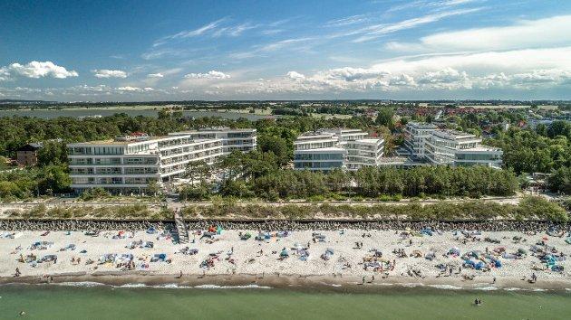 Leilighetskomplekset «Dune», med 330 leiligheter, ligger i vannkanten i Mielno. Det er i området rundt her Fredrikstad-investorene driver den storstilte utbyggingen. (Foto: Firmus Group)