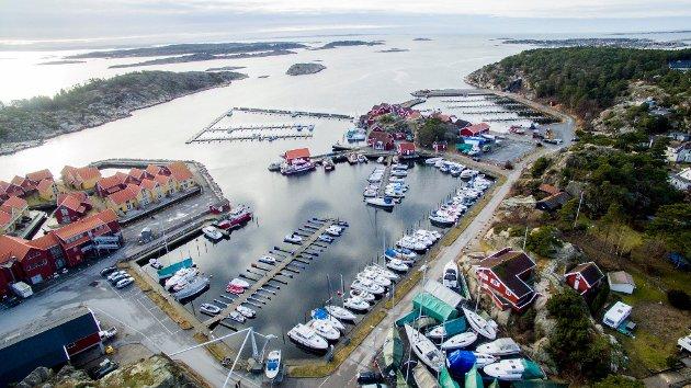 Skjærhalden  Båtforenings anlegg ligger på grunn som er overført til Borg Havn. I innlegget anklages Hvaler kommune for ikke å ha snakket med båtforeningen før dette skjedde.
