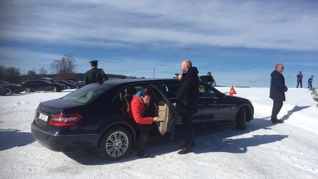PÅ BESØK: Her ankommer kronprins Haakon Sør-Odal.