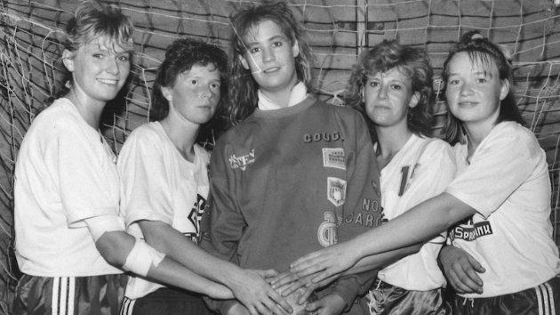 1990: Lensbygda møtte Vestre & Gran i kamp i 4. divisjon. VGH vant 23-11. Fra venstre: Hilde Ballangrud, Ellen Bækken, Jøran E. Lund, Karin Stubberud og Marianne Skiaker.