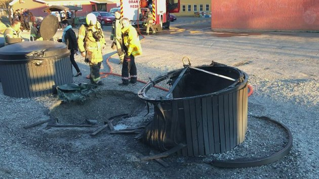 BRANT: To konteinere brant på Hjortsberg mandag.
