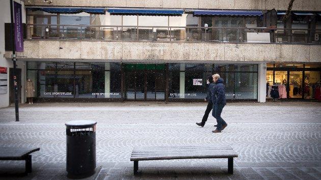 TOMME LOKALER: Etter at G-sport flyttet ut er det store tomme lokaler midt i Torggata - Hamars gågate.