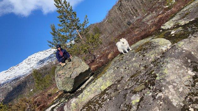 Kristian og Kira på tur på Reinsnos.