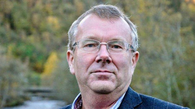 Ein kan trygt seia at demokratiet er sett til sides når administrasjonen og eit fåtal av dei folkevalde, i løynd, skal gjera vurderingar som vil gripa inn i innbyggjarane sin kvardag., skriv Sjur Ove Svartveit.