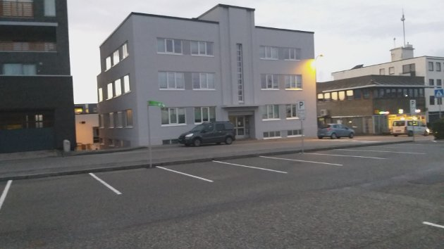 SKRØYT: Det gamle kommunehuset i Nærbø sentrum har fått eit ansiktsløft.