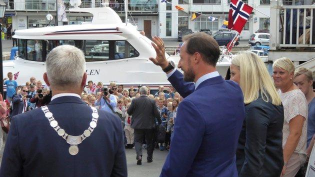 Perlen venter på kronprinsparet for å frakte dem til Jomfruland.