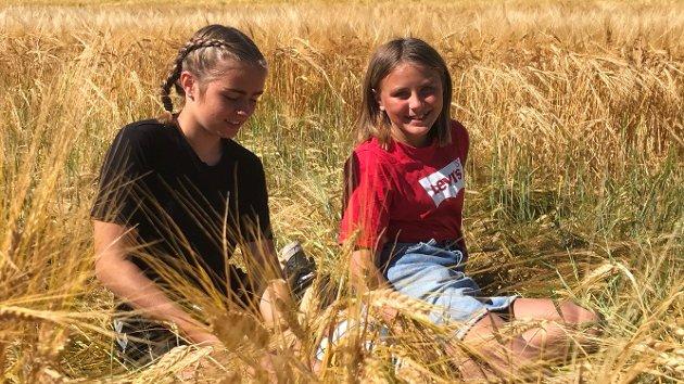Norgesferie med desse fine jentene, Emilia og Victoria. (Foto: Anita Volden).