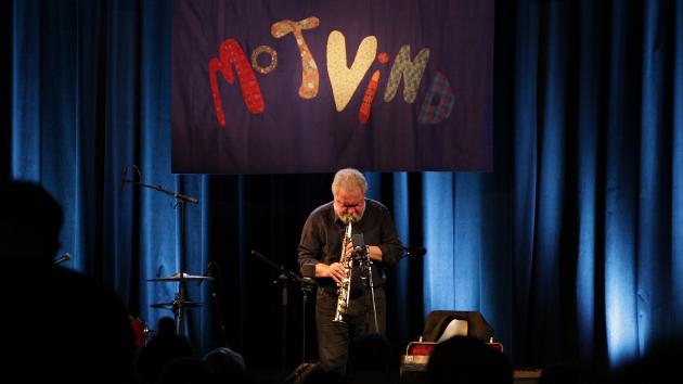 Evan Parker, en av flere legendariske jazzmusikere som har valgt å boikotte Kongsberg Jazzfestival, spilte solo under Motvindfestivalen i Oslo 2019.