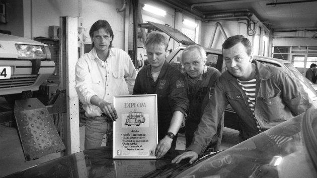 Syrrist Karosseriverksted, 1992. Fra v.: Jan Syrrist, Svein-Erik Amthisen, Steinar Jacobsen og Ingar Gulliksen