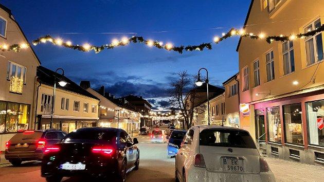 JULEHANDEL: Hver krone du handler for lokalt, er ei investering i et levende lokalsamfunn, og i din egen framtid, skriver Jon Håvard Solum i sitt innlegg.
