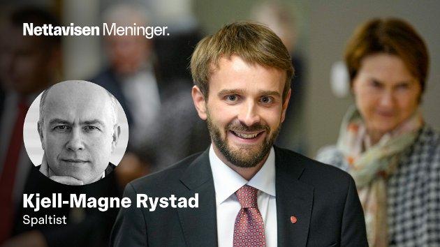 DOBBELT OPP: Næringsminister og bedriftseier Jan Christian Vestre (Ap) under nøkkeloverrekkelsen i Nærings- og fiskeridepartementet tidligere denne måneden.
