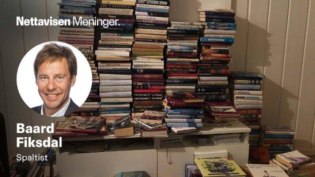 MINNER OM ET LIV: - Min mor har hatt boken i brystlommen. Den har glidd opp og ned av lommen så mange ganger at skriften på forsiden er slitt bort. Hun har gjort små notater, skriver Baard Fiksdal om en av bøkene han arvet etter morens bortgang.