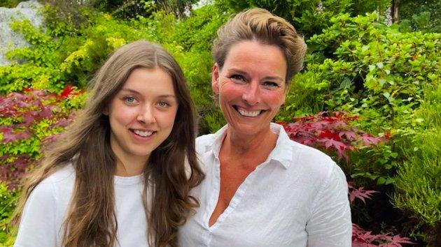 – Vi flyttet håp over fjellet fra en helsesektor til en annen, og fikk den hjelpen vi trengte, skriver kronikkforfatteren. Her sammen med sin niese Frida.