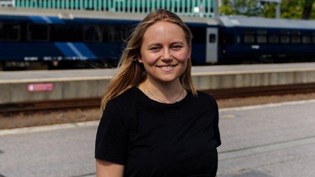 – Regjeringen har vist igjen og igjen (...) at de ikke evner å prioritere togferien, skriver Oda Sofie Pettersen.