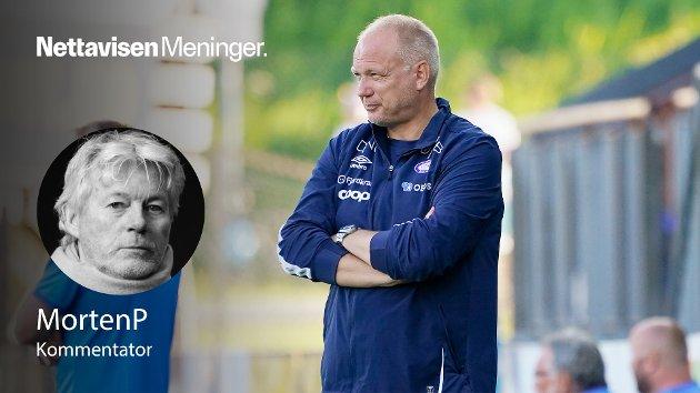 Vålerengas trener Dag-Eilev Fagermo under eliteseriekampen i fotball mellom Strømsgodset-Vålerenga på Marienlyst stadion søndag.