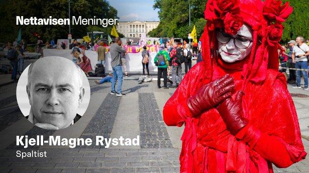 Aktivister fra Extinction Rebellion aksjonerer foran Slottet i Oslo tirsdag formiddag. Dette var bare én av flere aksjoner i hovedstaden denne uken.