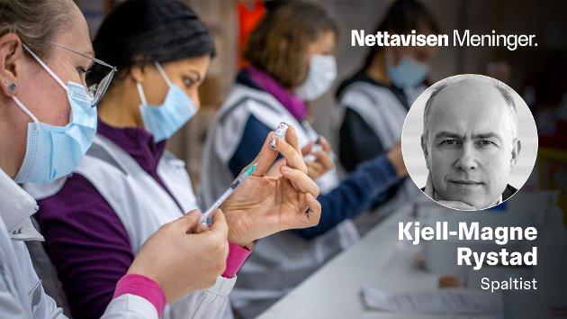 VAKSINER VIRKER: - Vaksine er ikke noe du bare tar for ikke å bli syk selv. Satt på spissen fungerer uvaksinerte som våpen som kan skade - og i verste fall drepe andre mennesker, skriver Kjell-Magne Rystad. Bildet viser massevaksinering i Bærum tidligere i år.