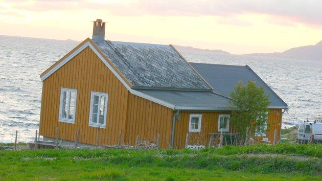 Den gamle skolen  i Kvæfjord ble nedlagt, mens lærere og elever ble sentralisert til kommunesenteret.