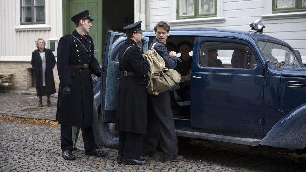 ARRESTERT: Charles (Jakob Oftebro) fraktes til en interneringsleir i «Den største forbrytelsen».