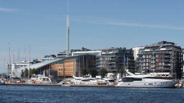 HOVEDSTAD: Radikal klimapolitikk I Oslo er en mulighet til å desentralisere Norge og dempe veksten i hovedstaden, skriver Nordlys på lederplass. Her fra Aker Brygge. Foto: NTB