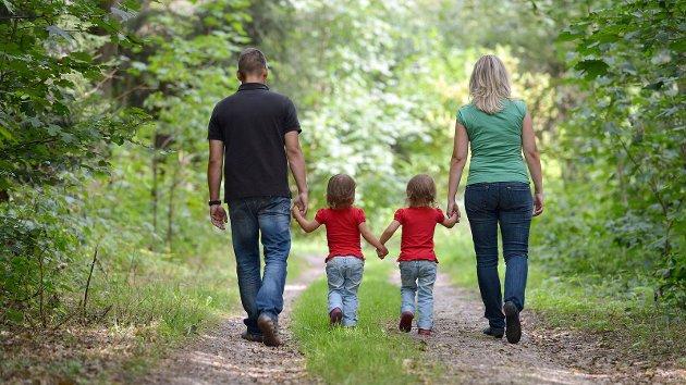 Det er et symptom på galskap dersom ord som mor og far skulle forsvinne fra – av alle steder – en barnelov, skriver Tone Angell Jensen.