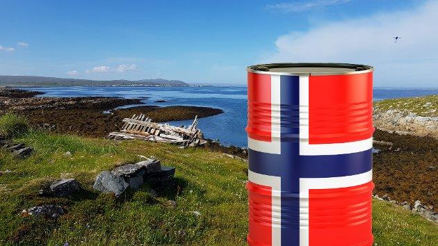 """Nå når vi begynner å se bunnen på oljetønna,gjørvekstavhengigheten politikernestressa.Hva skal Norge leve av nå? Detspørsmålet kan egentlig omformuleres til """"hva vi skal vokse av?"""" Det fremstilles nemlig som at å leve er det samme som å vokse, skrive Spires Eirin Sundby og Gry Årsand."""