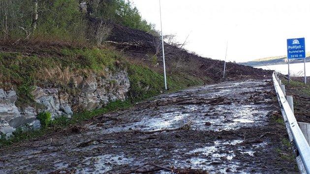 Snø og jordras pinsen 2020 på sørsiden av Pollfjelltunnellen