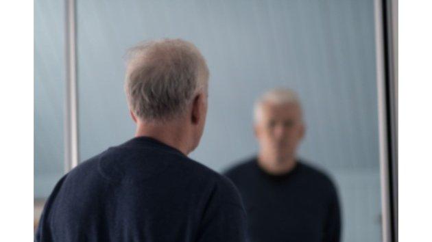 FORFATTER: Jan Kærup Bjørneboe (66) er tidligere konserndirektør og nå aktiv forfatter og foredragsholder. Han har utgitt to sakprosabøker om hjernen og kom i høst ut med romanen «En rak mann», historien om en ensom manns liv. Forfatteren har selv parkinson.