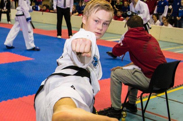 Lars Marius Elvenes røk tidlig ut i sparring under NM i taekwon-do på hjemmebane i Tromsø.