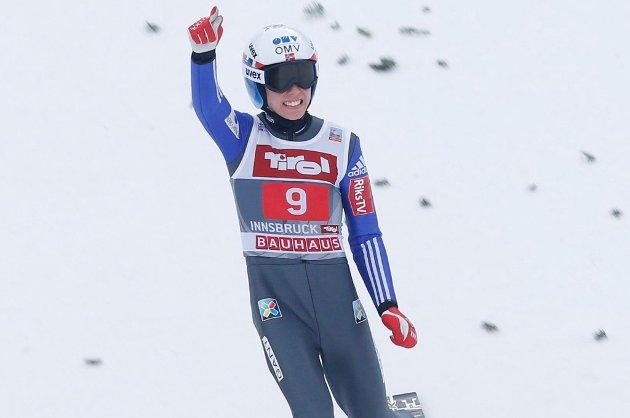 Johann André Forfang avbildet under hoppuka. Torsdag sikret 19-åringen seg VM-gull for juniorer i Kasakhstan.
