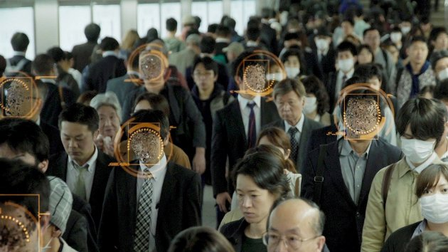 AI-DOKU: Tonje Hessens Schei har laget en dokumentar om kunstig intelligens som er sprekkferdig av informasjon. Foto: Fra filmen
