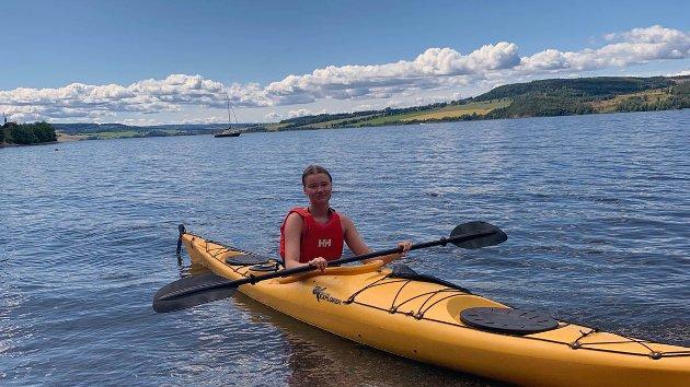 DRIKKEVANN: – Mjøsa innbyr til aktiviteter både sommer og vinter, men Norges største innsjø er også en viktig drikkevannskilde, minner artikkelforfatteren om.