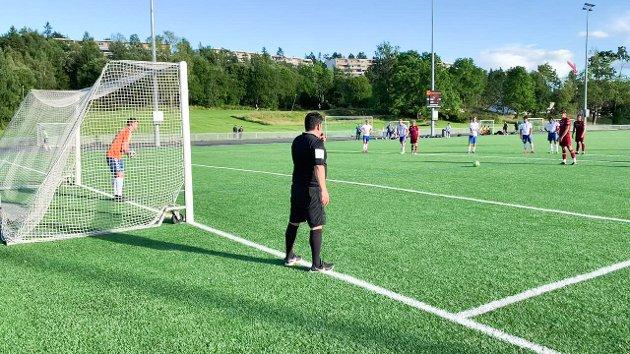 Her setter Sigurd Gjerstad inn 1-0 for Langhus i naboderbyet mot Kolbotn i 2. divisjon junior avdeling 3. Langhus idrettspark søndag 23. august 2020. Kolbotn 2 vant 4-3 til slutt.