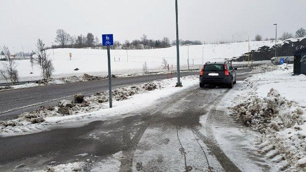 VIL BEHOLDE: Næringslivet rundt Ringdalskogen mener det er viktig å beholde busslommene her, med tanke på utviklingen av området (Arkivfoto).
