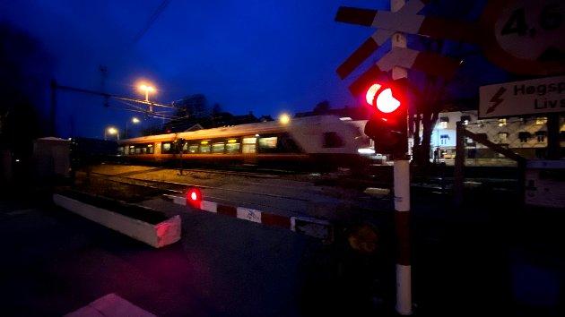 LARVIK: Tog på vei inn på Larvik stasjon etter å ha tilbakelagt turen fra Porsgrunn på allerede ferdig dobbeltspor.
