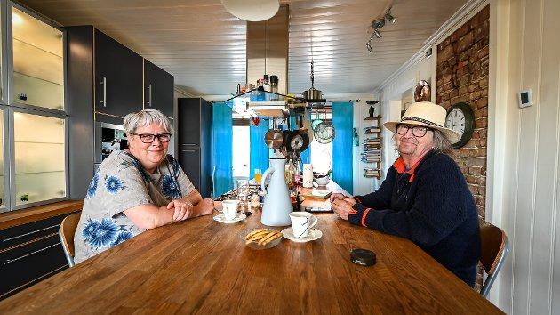 Kjøkkenøya i det gamle huset er hjertet i hjemmet. Tidligere lå en av fem stuer her. Her trives Wivian Mediå Horseng og Odd Johan Horseng ekstra godt.