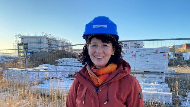 Anne Marit Stork, regionleder i Byggmesterforbundet Nord-Norge, lurer på hvordan elever skal bli kjent med praktiske fag.