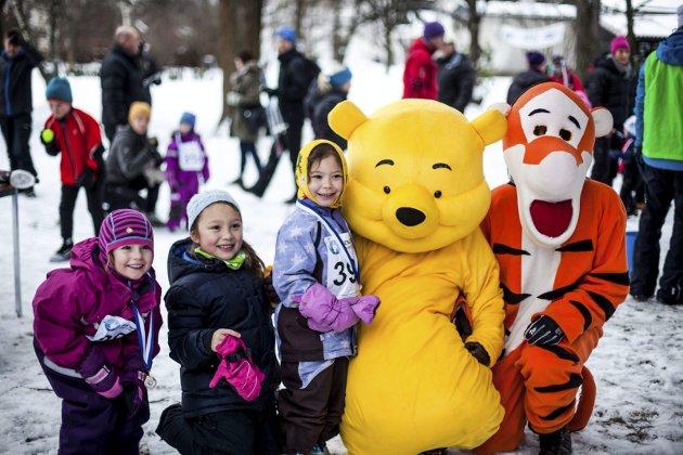 Ole Brum og Tigergutt var populære aktører under barneskirennet i Søndre Park