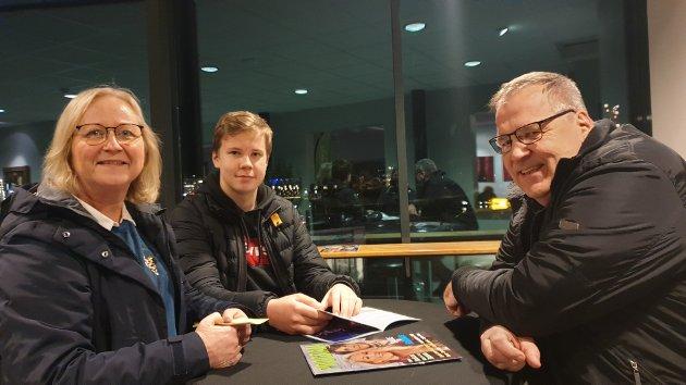 Toril Meyer, Markus Meyer Holmén og Per Holmén er spent på å se sin datter og storesøster, Sofie Meyer Holmén på scenen.